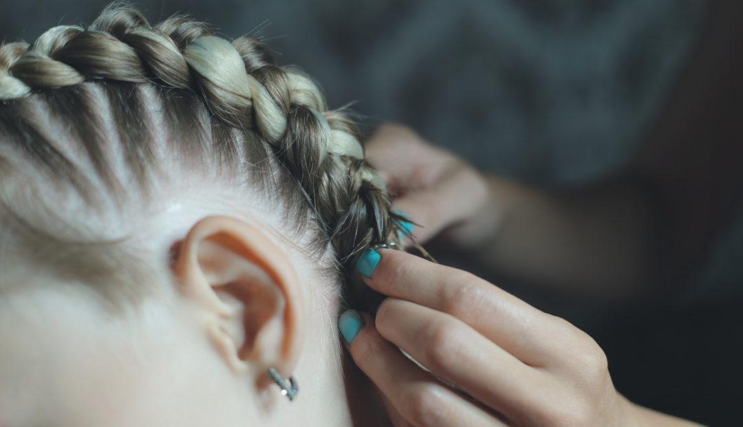Как подготовить волосы к заплетению косичек